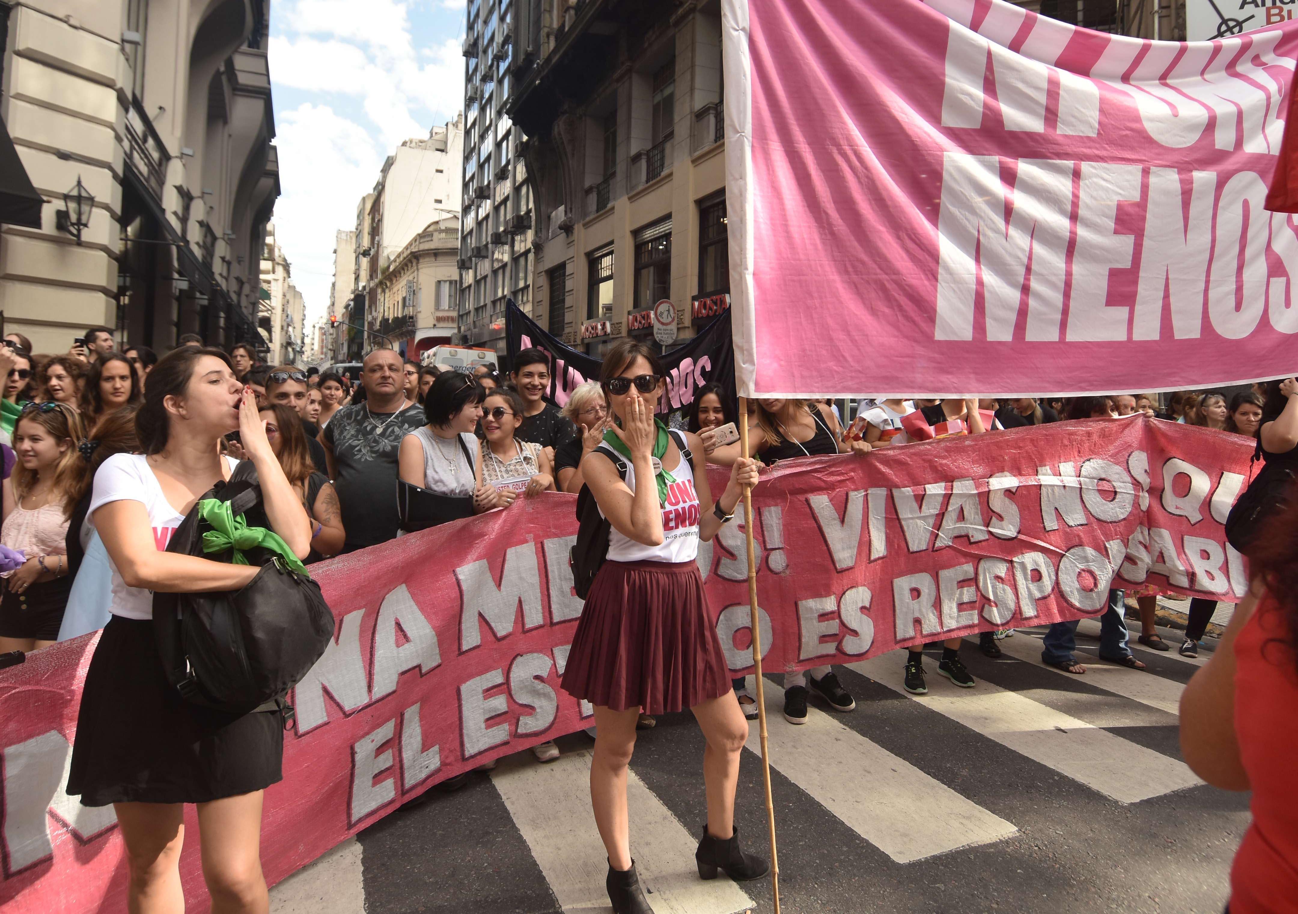 Resultado de imagen para MUJERES DETENIDAS EN ARGENTINA DESPUES DE LA MARCHA DEL 8 M